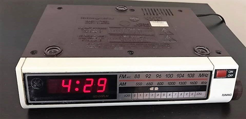 Vintage General Electric Spacemaker Under Cabinet Am Fm Radio With