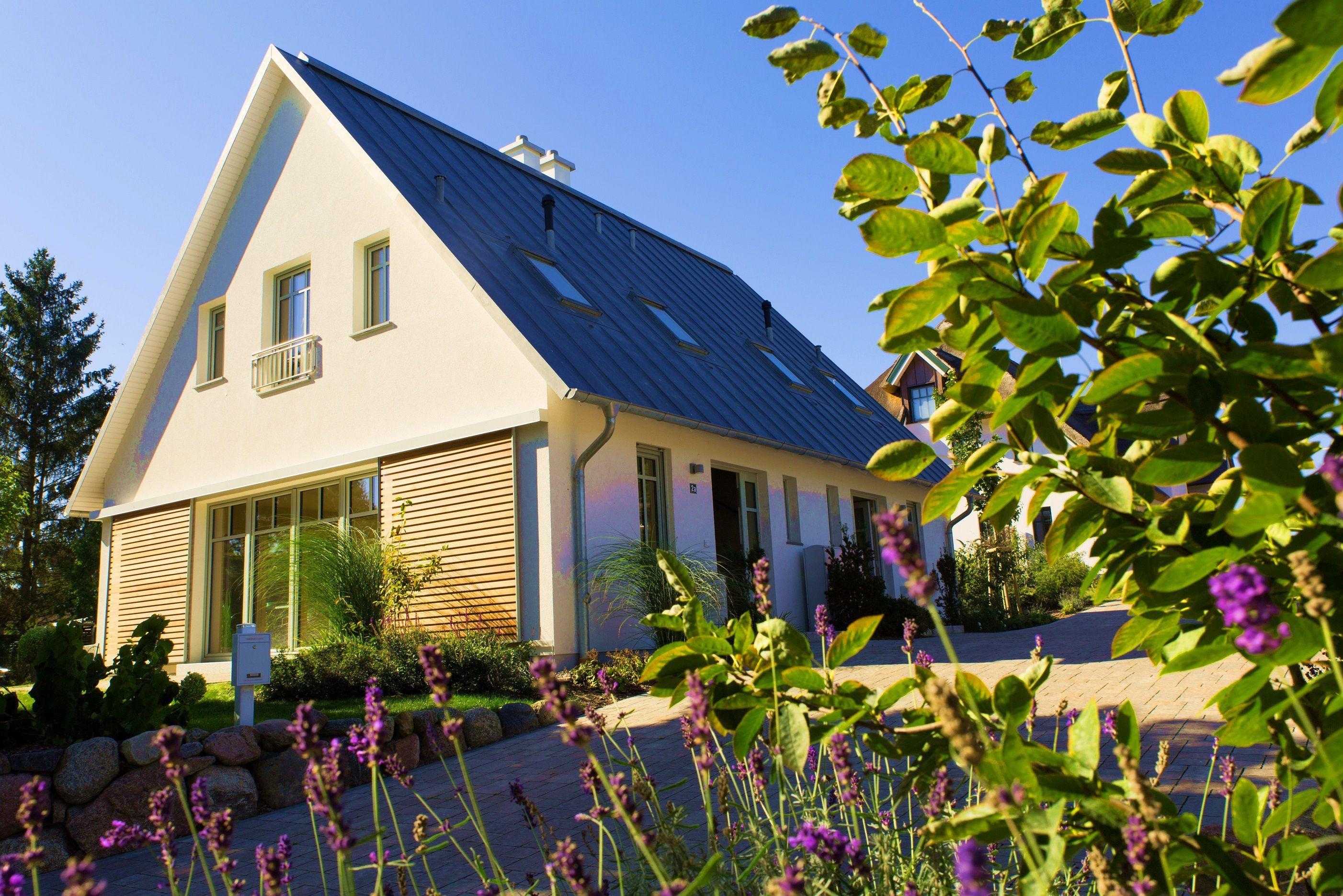 Modernes bungalow innenarchitektur wohnzimmer luxus ferienhaus   doppelhaushälften für  personen in traumhafter