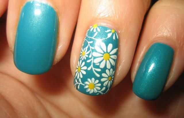 Daisy Nail Art Design Detail Spring Nails Yellow White Blue