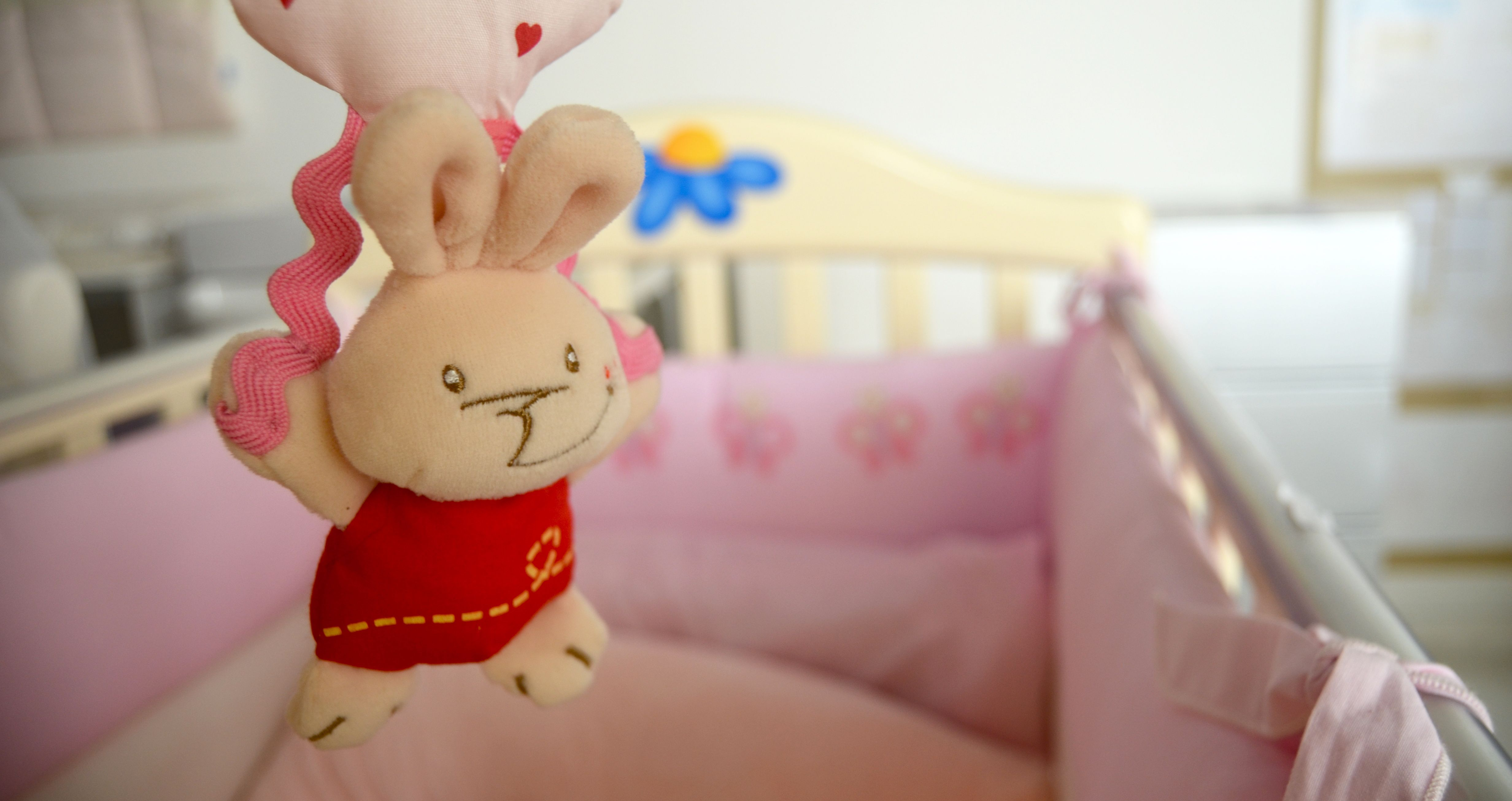 Cerchi una cameretta per il tuo bambino?  Letti, materassi, cuscini, arredo e accessori nanna li trovi solo su www.casadelbambino.com