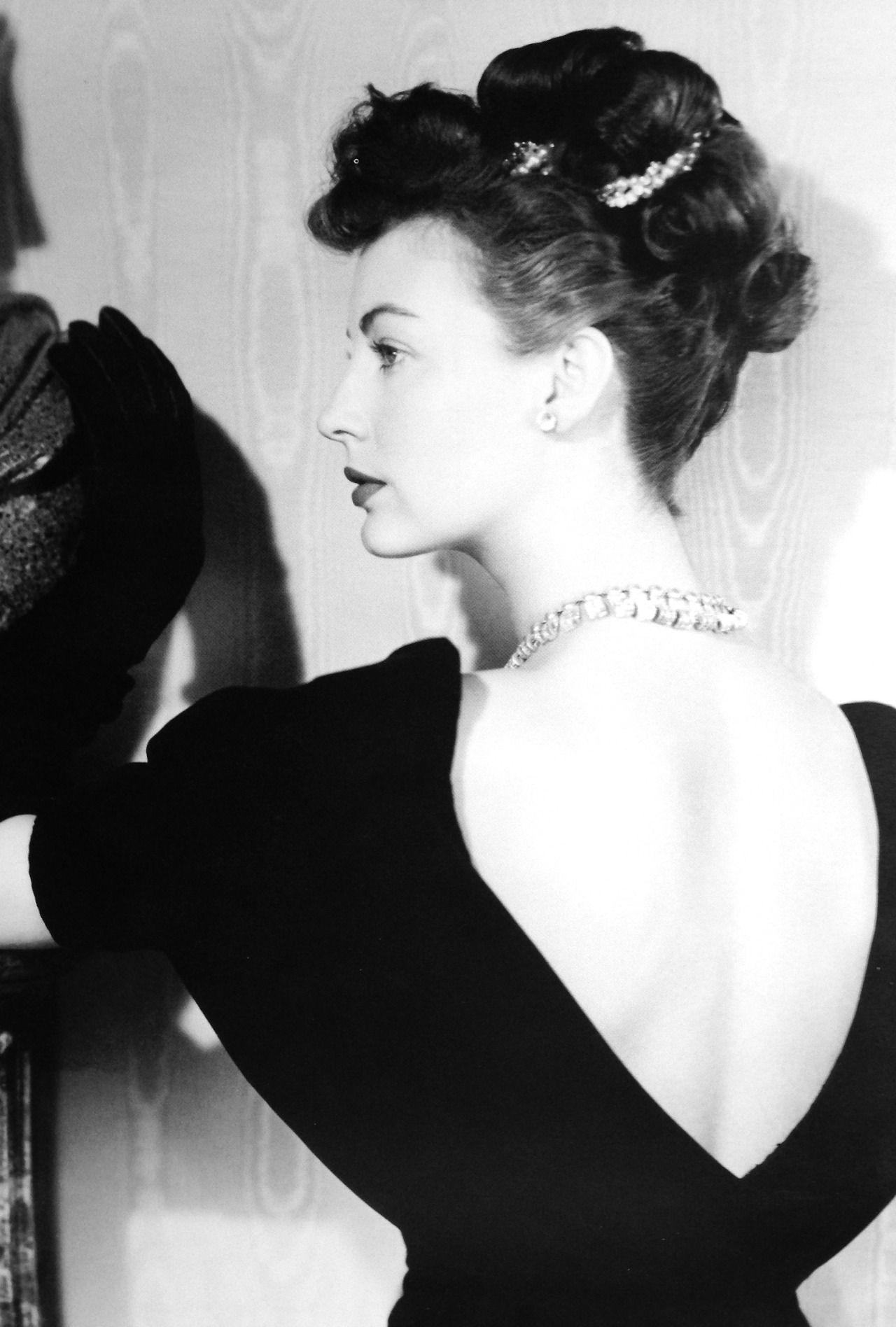 picture Bianca Gonzalez (b. 1983)