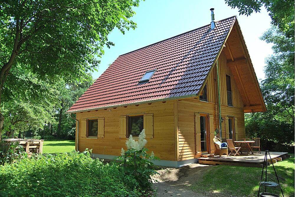 Das Liebevoll Eingerichtete Komfortable Ferienhaus Haus Am See Mit Eigenem Wassergrundstuck Im R Ferienhaus Bodensee Ferienhaus Am See Deutschland Ferienhaus