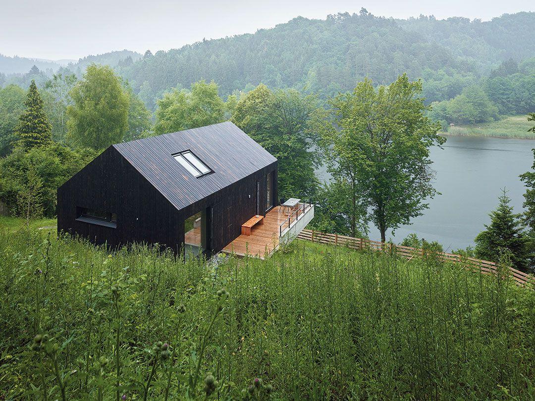 Häuser des Jahres 2016 schwarzes Holzhaus Aussenansicht   archi and ...
