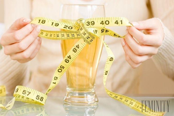 """Nielen jedlo, ale aj pitný režim ovplyvňuje priebeh a """"úspešnosť"""" vašej diéty. Vieme, čo by ste si mali dopriať, keď chcete schudnúť."""