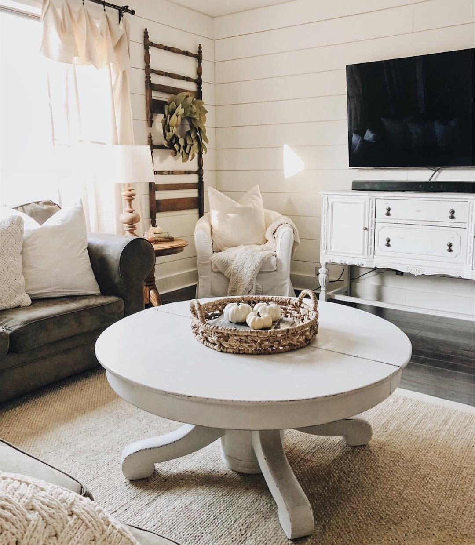 Farmhouse Living Room | Neutral Decor | Shiplap | Fixer Upper Style ...