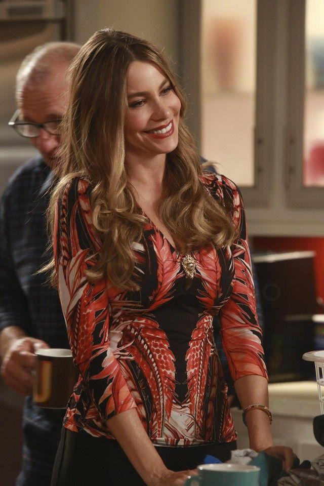 Gloria Pritchett In Modern Family S07e03 On Looklive Sofia Vergara Modern Family Sofia Vergara Sofia Vergara Style
