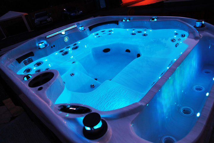 5 Tips to Maintain a New Hot Tub 1. Keep the Hot Tub Running ...