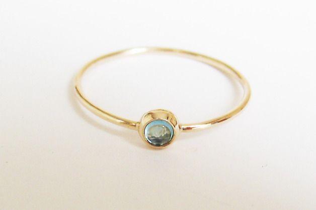Dezenter Goldring Mit Blauem Topas Eleganter Ehering Oder