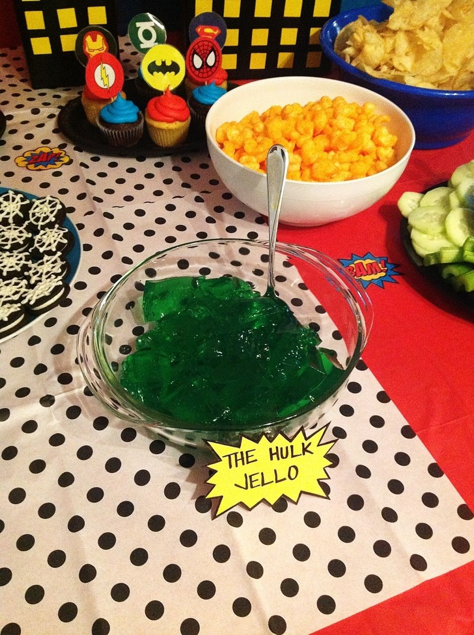 superhero party food ideas i like the captain america marshmallow pops birthday pinterest. Black Bedroom Furniture Sets. Home Design Ideas