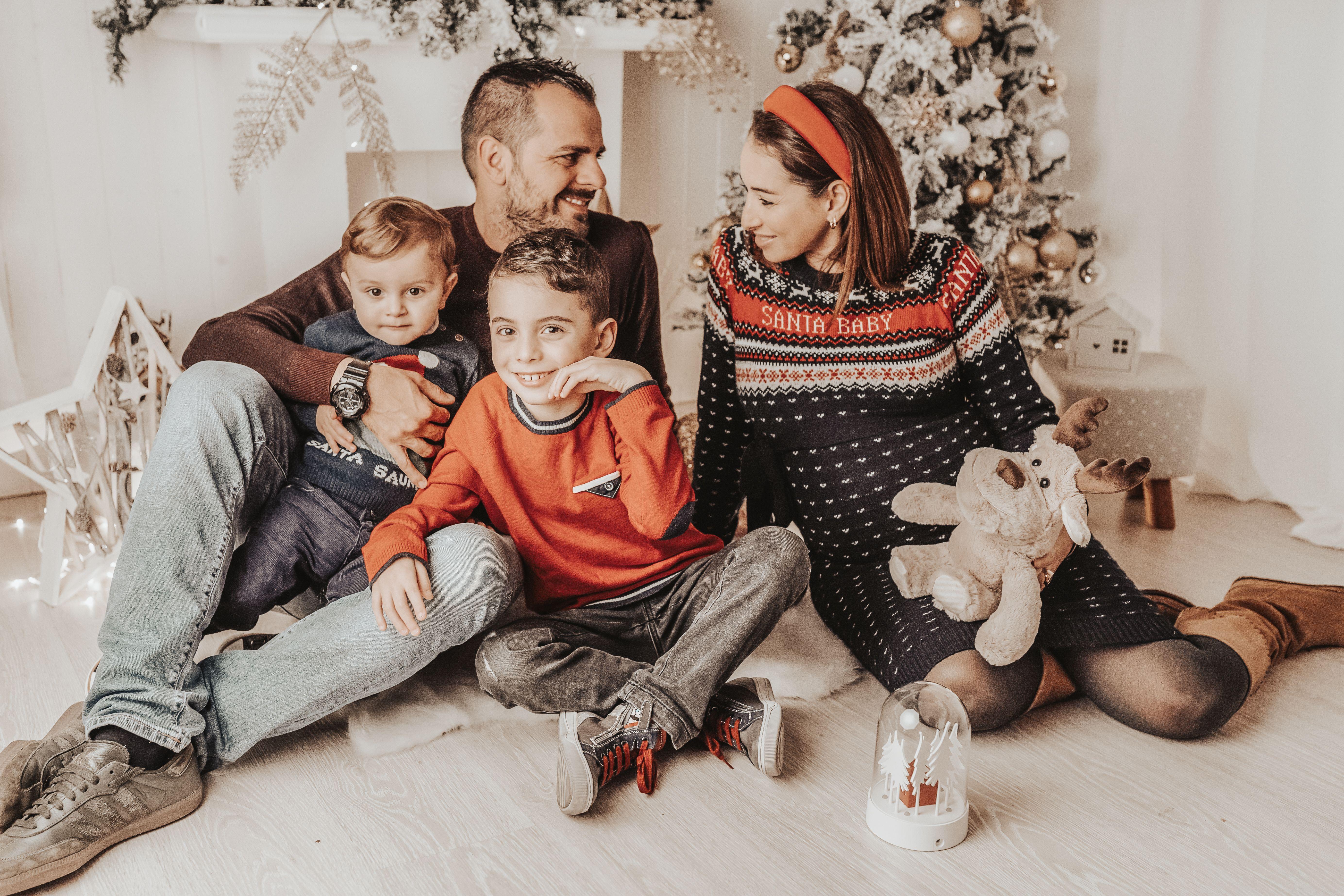 #christmaseve #christmas #familyphotography #familygoals