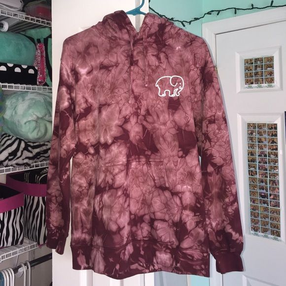 a56fb076c91aa3 Oversized maroon acid-washed Ivory Ella hoodie Not as dull as it looks in  the
