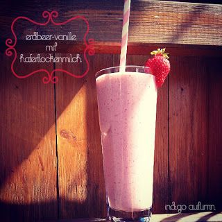 strawberry-vanillashake with oatmilk