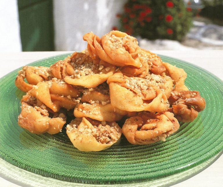 παριανές δίπλες (ξεροτήγανα) χωρίς αυγά | argiro.gr in 2020 | Greek desserts, Cooking recipes, Greek recipes