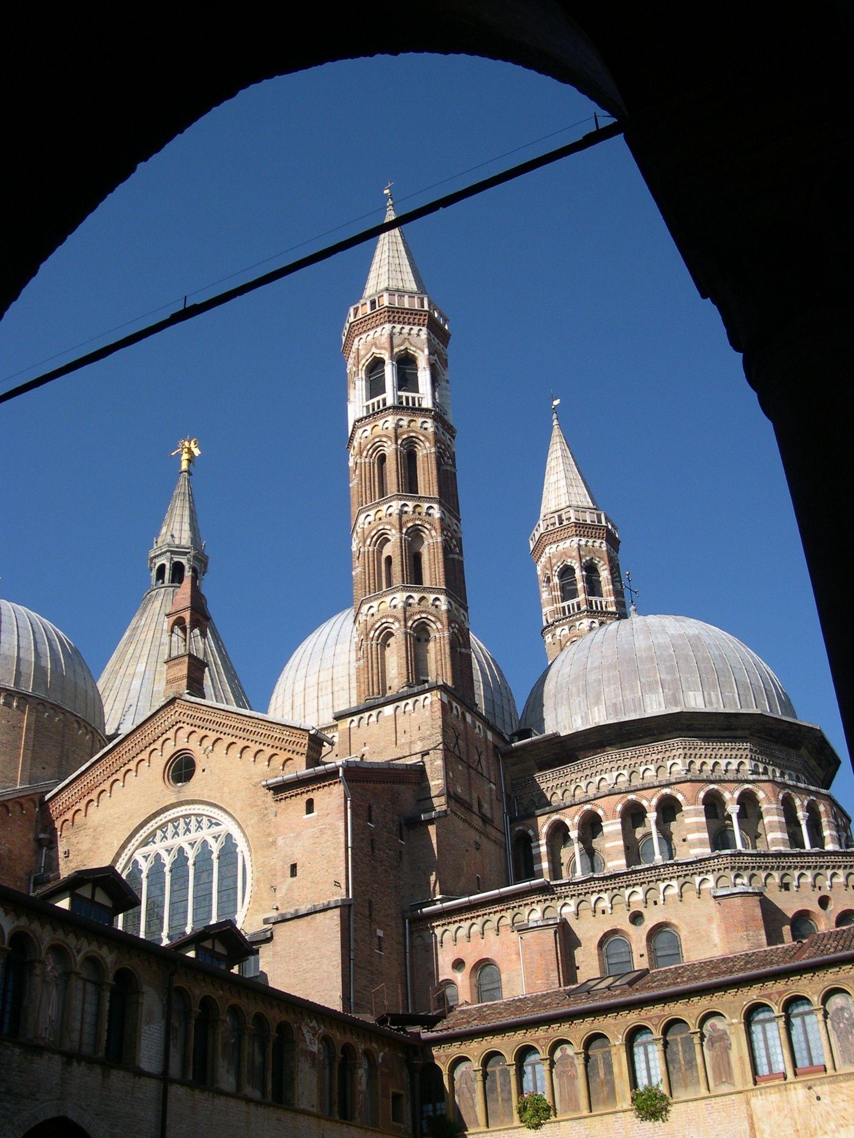 Padova, interno del chiostro della Basilica del Santo