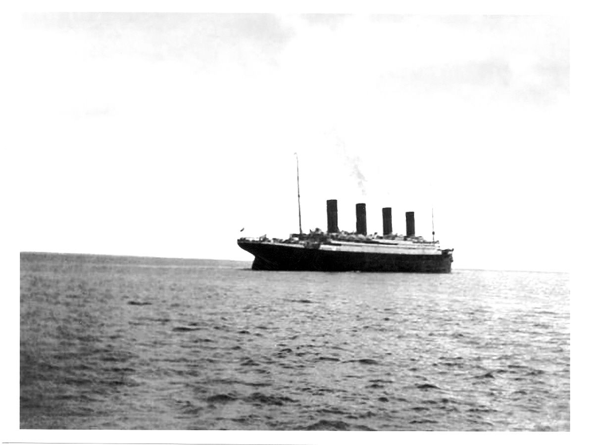 The last known photograph of the RMS Titanic, taken by ...