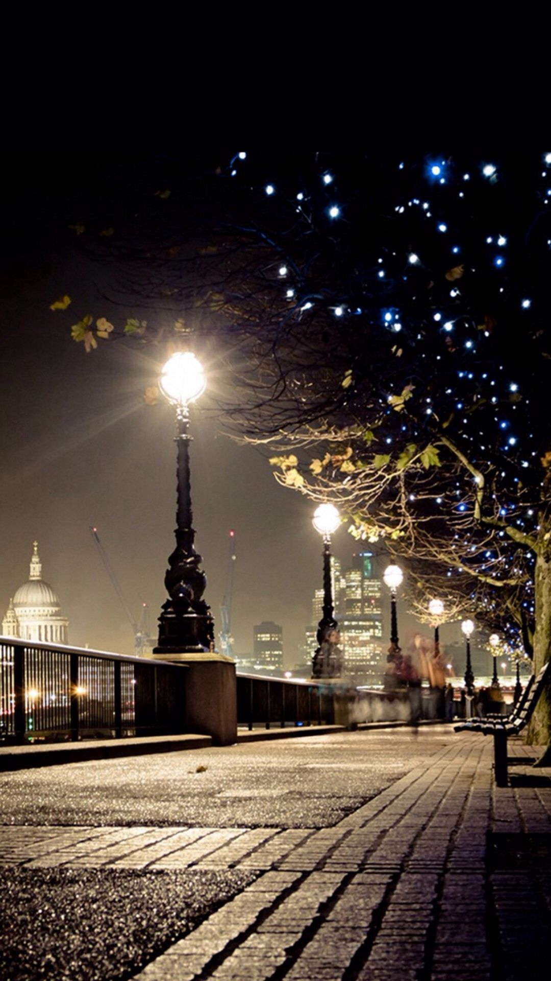 Dark Night Street Lamp Shiny Light Iphone 6 Wallpaper Download Iphone Wallpapers Ipad Wallpapers One Sto New York Christmas Walks In London Beautiful Places