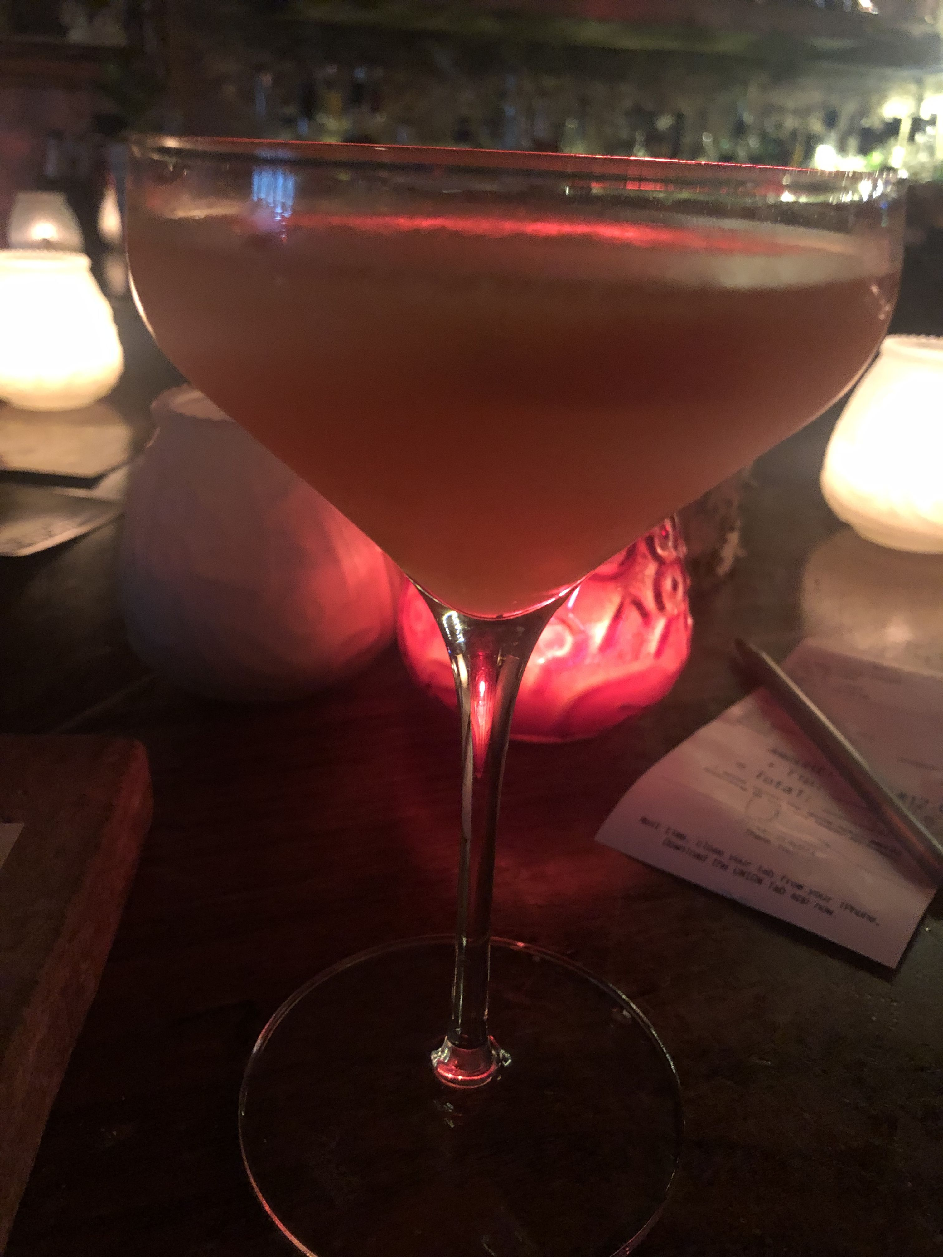 Meu Habito De Beber Sozinha Veio Das Divas Que Conheci Na Sessao Da Tarde Audrey Hepburn Marlene Dietrich Rita Haywo In 2020 Margarita Glass Martini Glass Glassware