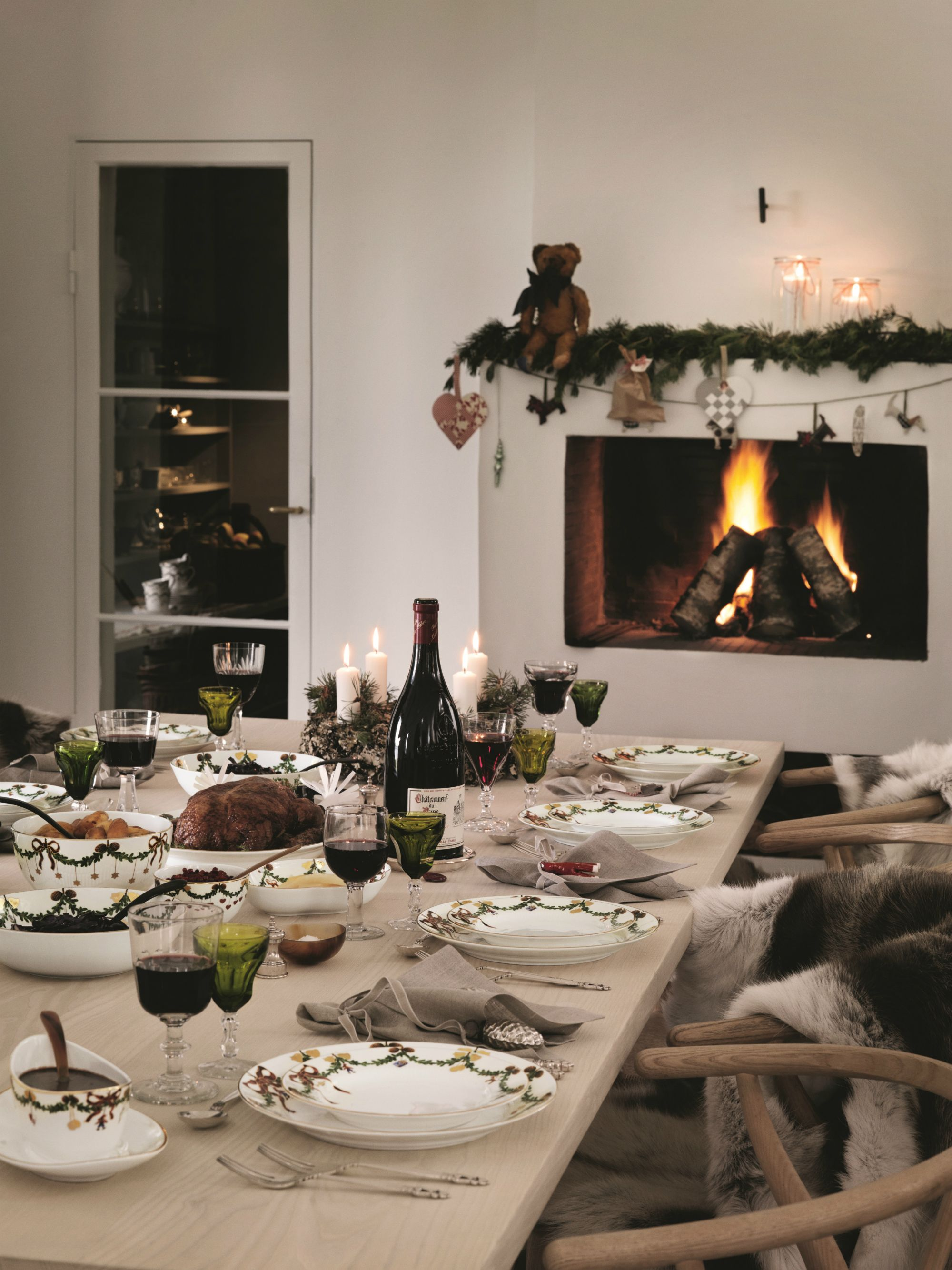A Beautiful Scandinavian Christmas Table Setting The Timber Wishbone Chairs