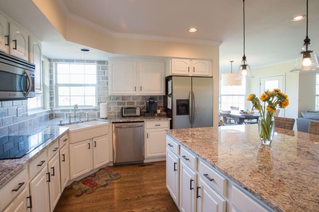 Pin By Indochick Jansen On Kitchen Design In 2020 Painting Kitchen Cabinets White Painting Kitchen Cabinets White Kitchen Cabinets