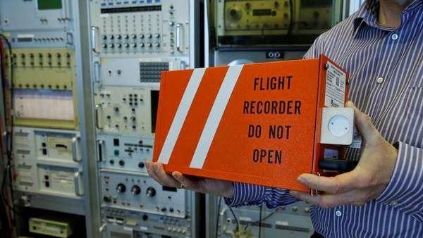 ROXANA REY: Sangre fría: el copiloto buscó que los pasajeros n...