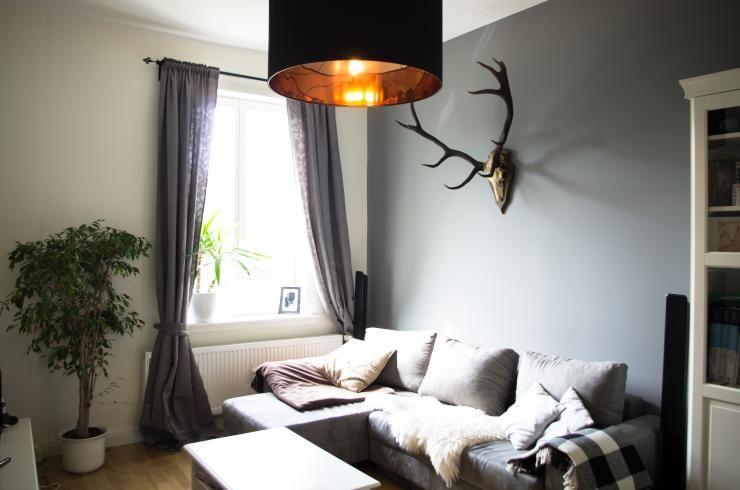 Wunderschönes gemütliches Wohnzimmer in grau Couch mit - Decken Deko Wohnzimmer