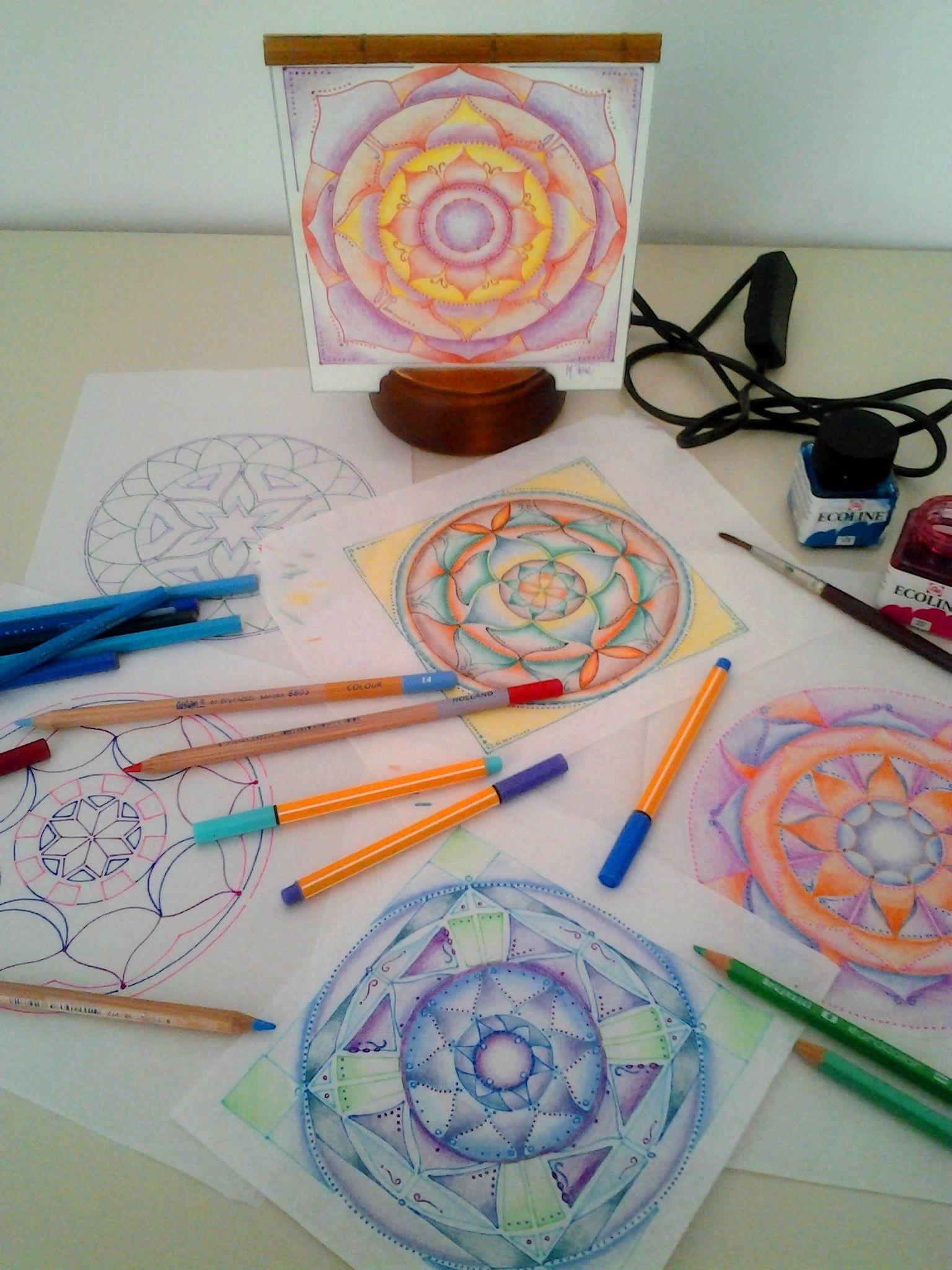 disegni mandala che diventano lampade i.mandalaluce di Mariarosa Ferè