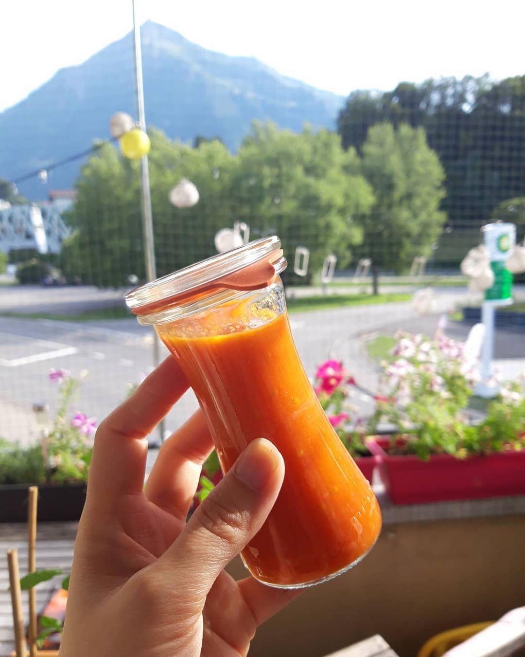 @olaayyaa ・・・ Seht euch diese hübschen, kleinen Weckgläser an. 1dl. Gerade perfekt um passierte Tomaten auf Vorrat zu machen. So hab ich immer leckere und frische Tomaten bereit zum Pizza machen. 1 Glas werde ich gleich verwerten🤣