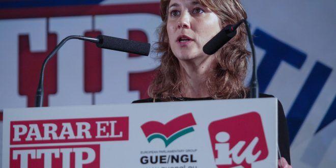 """""""Tras la aprobación exprés en el Consejo de Ministros, Rajoy debe someterlo a la ratificación del Congreso. Nosotros vamos a seguir exigiendo un referéndum y si no lo hay, empujaremos para que los ayuntamientos y las Comunidades Autónomas se declaren en rebeldía"""", ha dicho la eurodiputada, tras la firma ayer del CETA en Bruselas."""