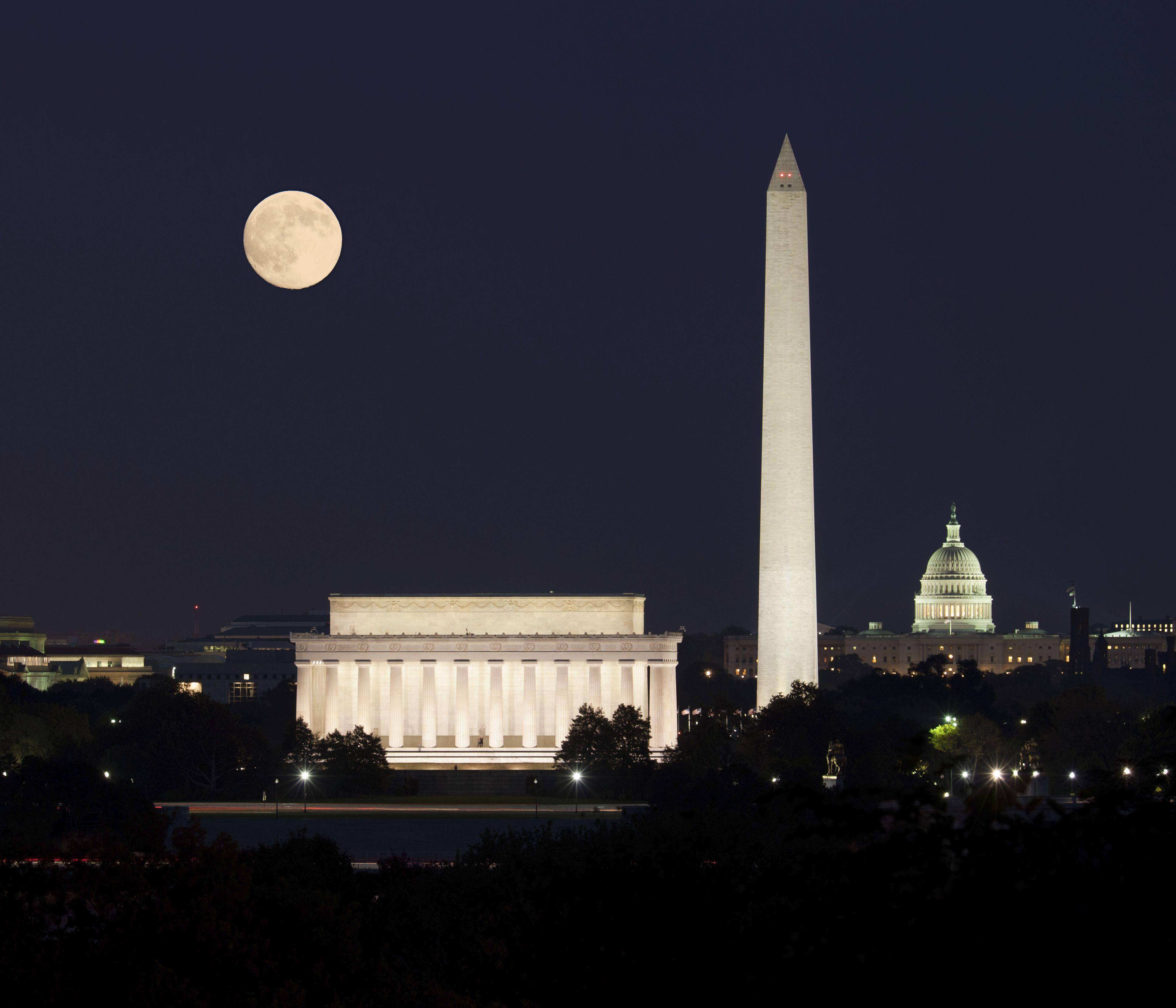 The Lincoln Memorial Looks Particularly Impressive At Night In