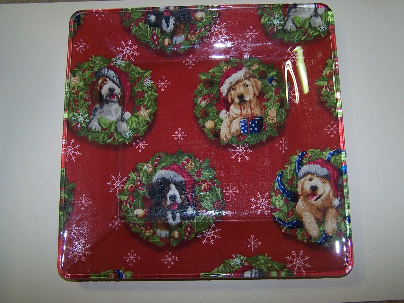 Holiday dogs. Serving plate. Decorative plates. Dogs and wreaths. & Christmas dogs. Holiday dogs. Serving plate. Decorative plates. Dogs ...