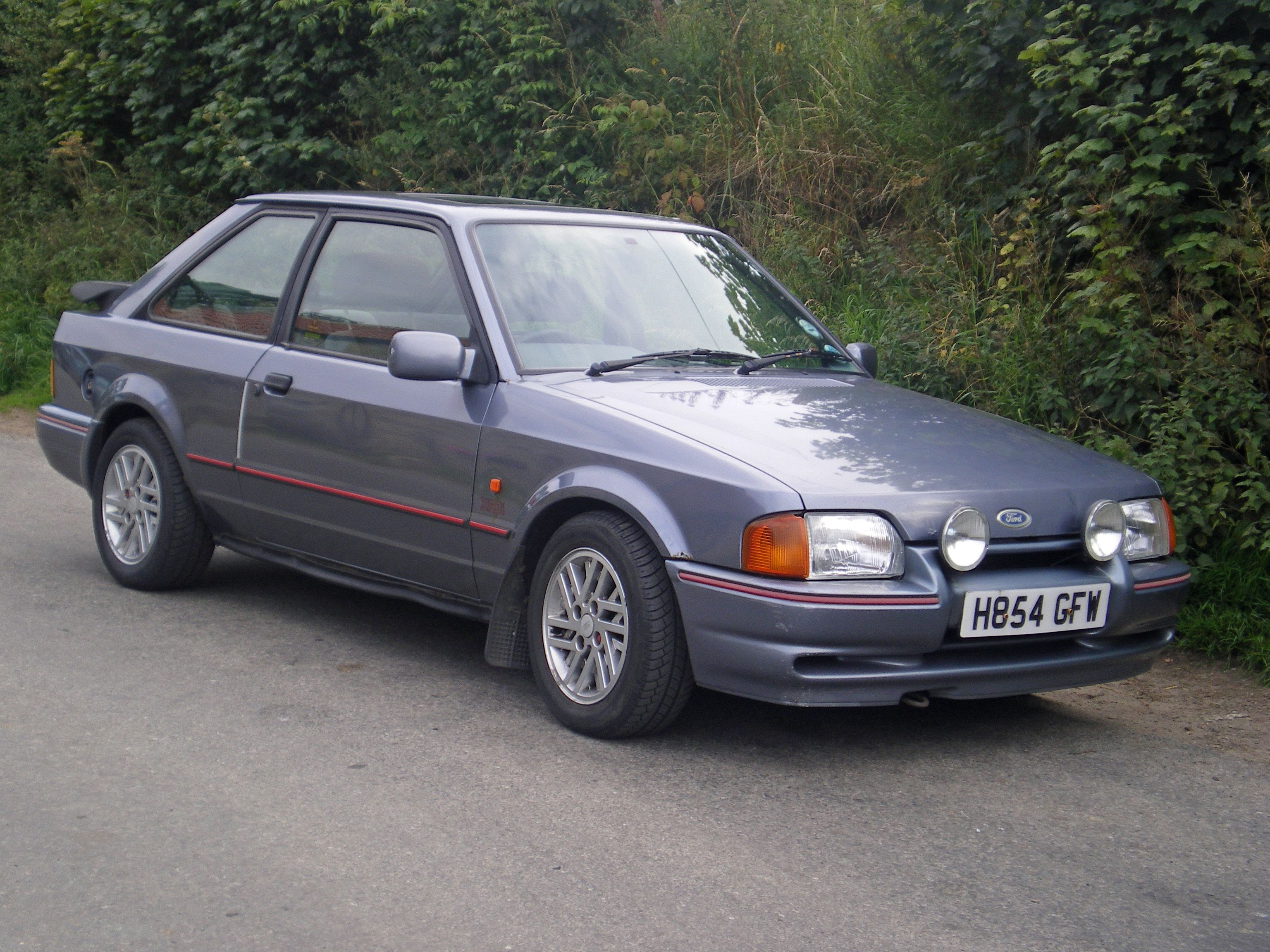 ford escort xr3i love old hot hatch back cars my car still running and in original condition. Black Bedroom Furniture Sets. Home Design Ideas