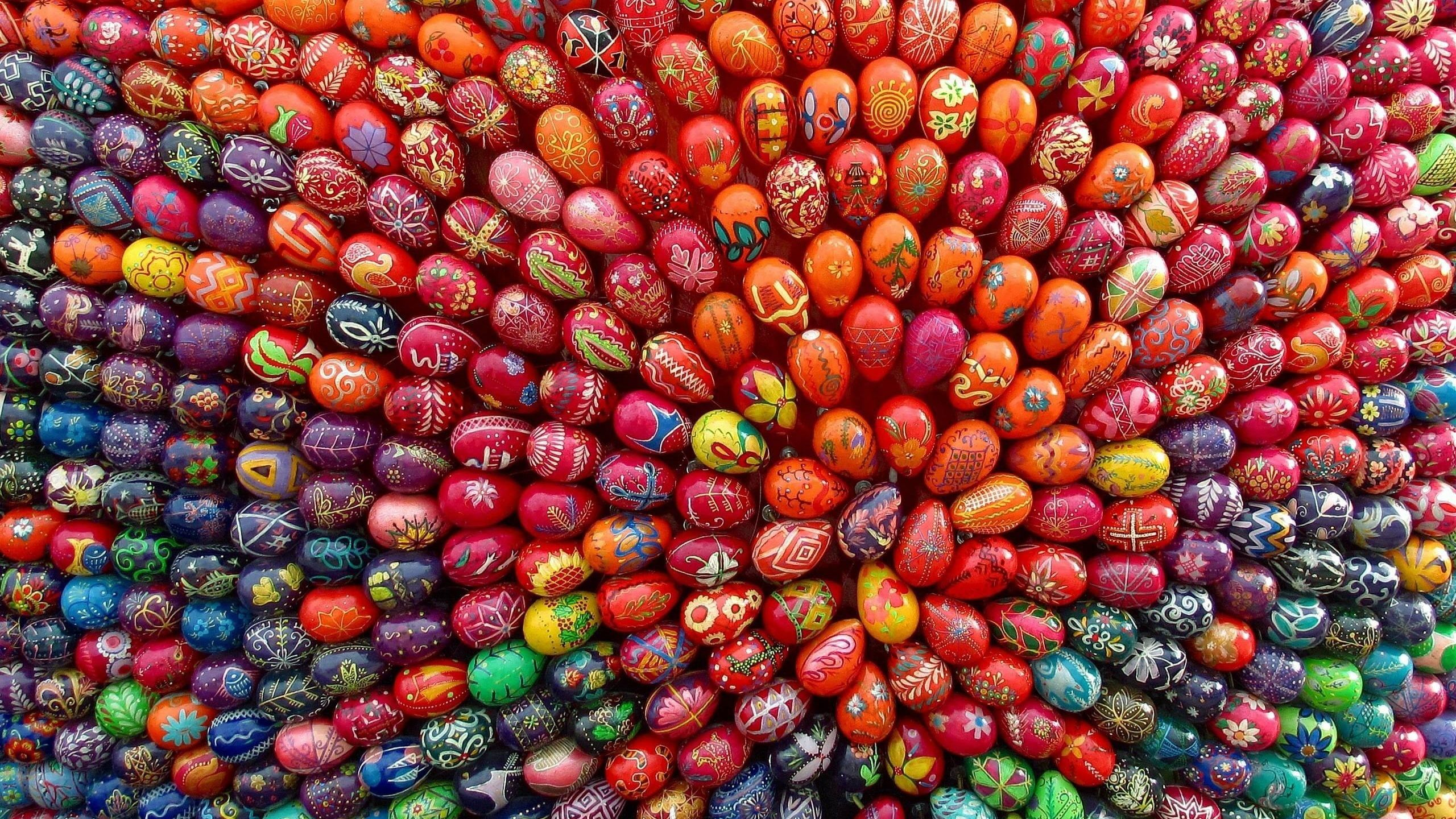 2560x1440 Wallpaper easter, holiday, eggs, many, designs, range ...