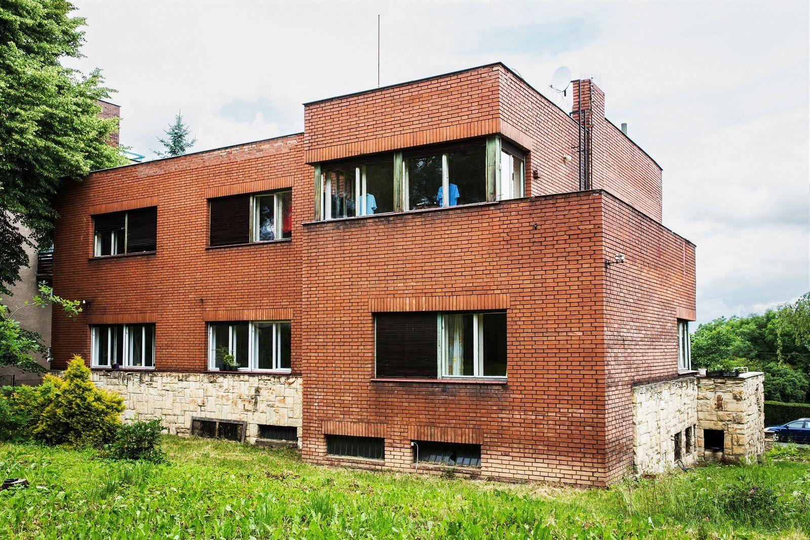 Funkcionalistická vila na Petřinách, kterou má nahradit nová stavba se třinácti byty