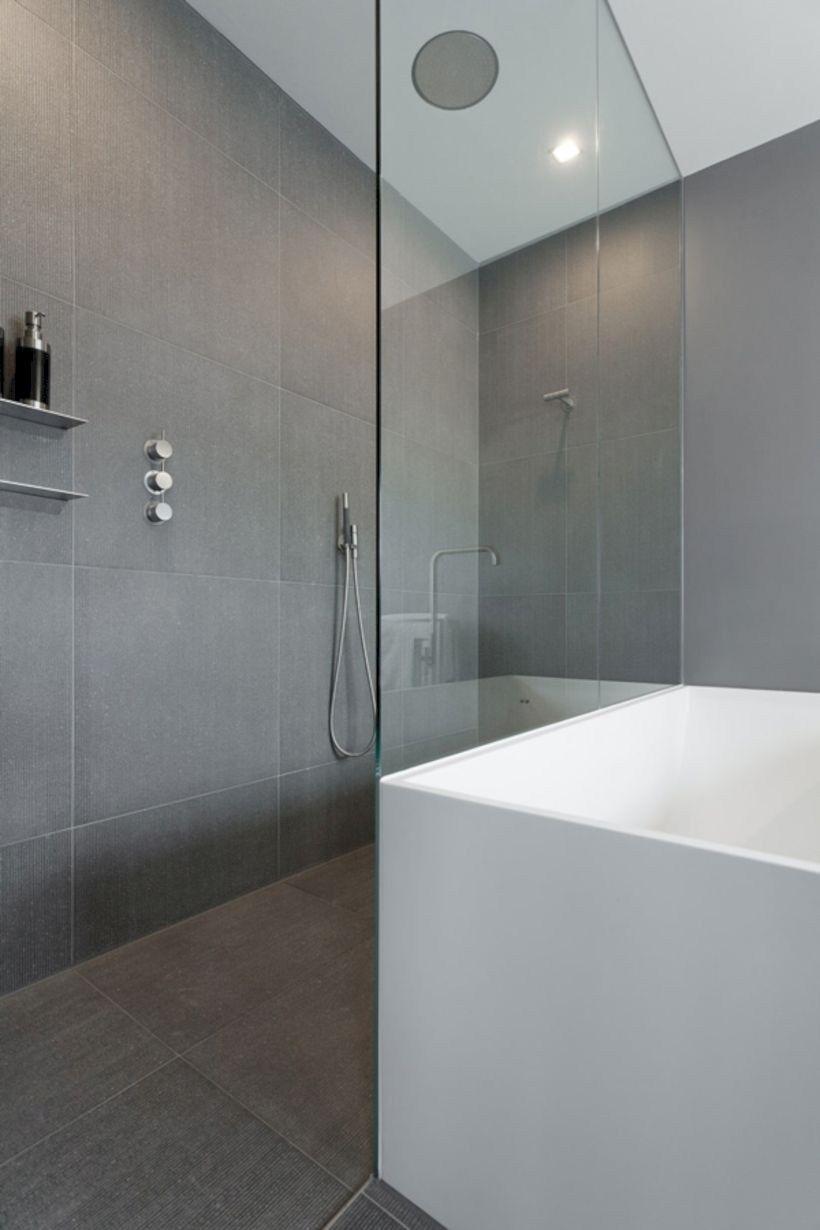 43 Nice And Minimalist Bathroom With A Glass Panel For Shower Room Matchness Com Minimalist Bathroom Trendy Bathroom Modern Bathroom
