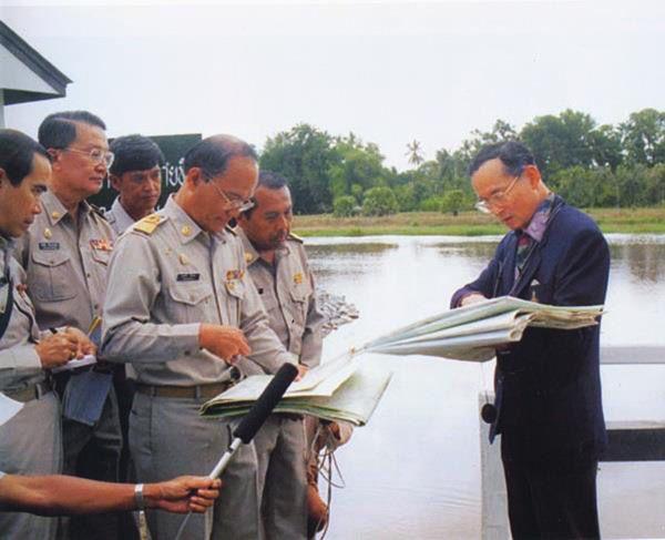Thai people's father. ❤️พ่อหลวงของเรา His Majesty King Bhumibol Adulyadej of Thailand, Rama IX, the ninth monarch of Chakri Dynasty.