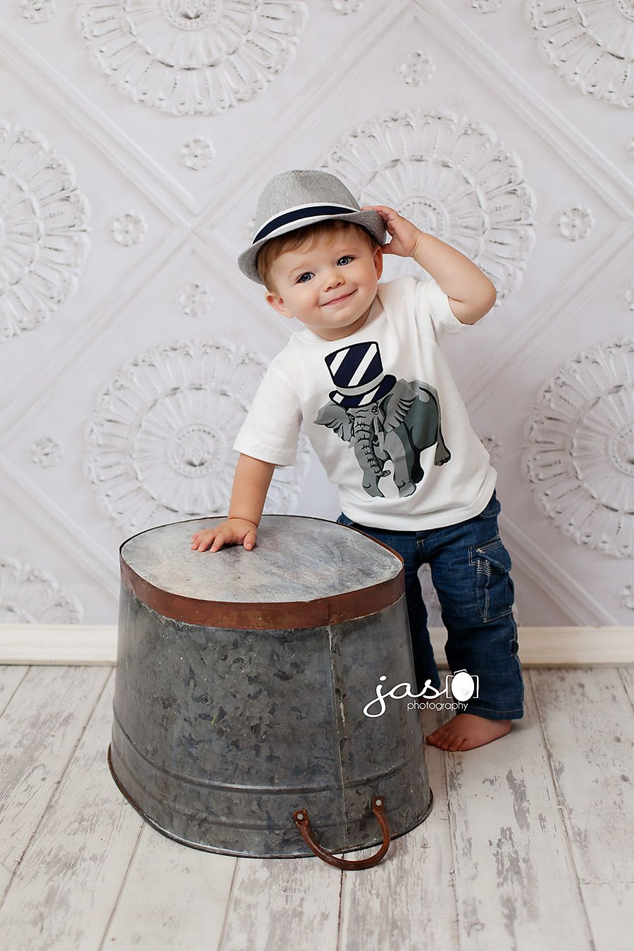 baby photographyvery cute outfit and simple setup for in studio