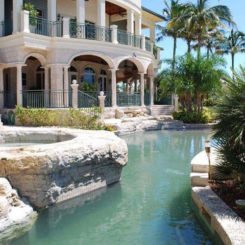 D8mart.com Superyacht Estate   Paradise Island, #Bahamas. ⠀ Hit Like And