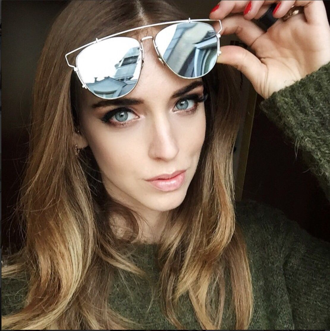 A blogueira Chiara Ferragni arrasa com seus óculos de sol. O modelo da vez é  o super lançamento da Dior, Reflected!  oculos  de  sol  sunglasses   espelhado ... a396bd8471
