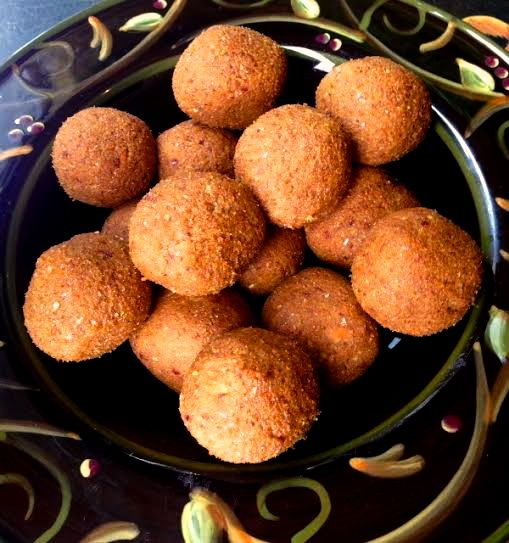 These protein balls taste like rolled up pumpkin pie filling, but each serving also has almost 7 grams of protein! They are totally vegan, and gluten free!