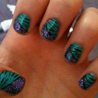 Zebra Glitter nails