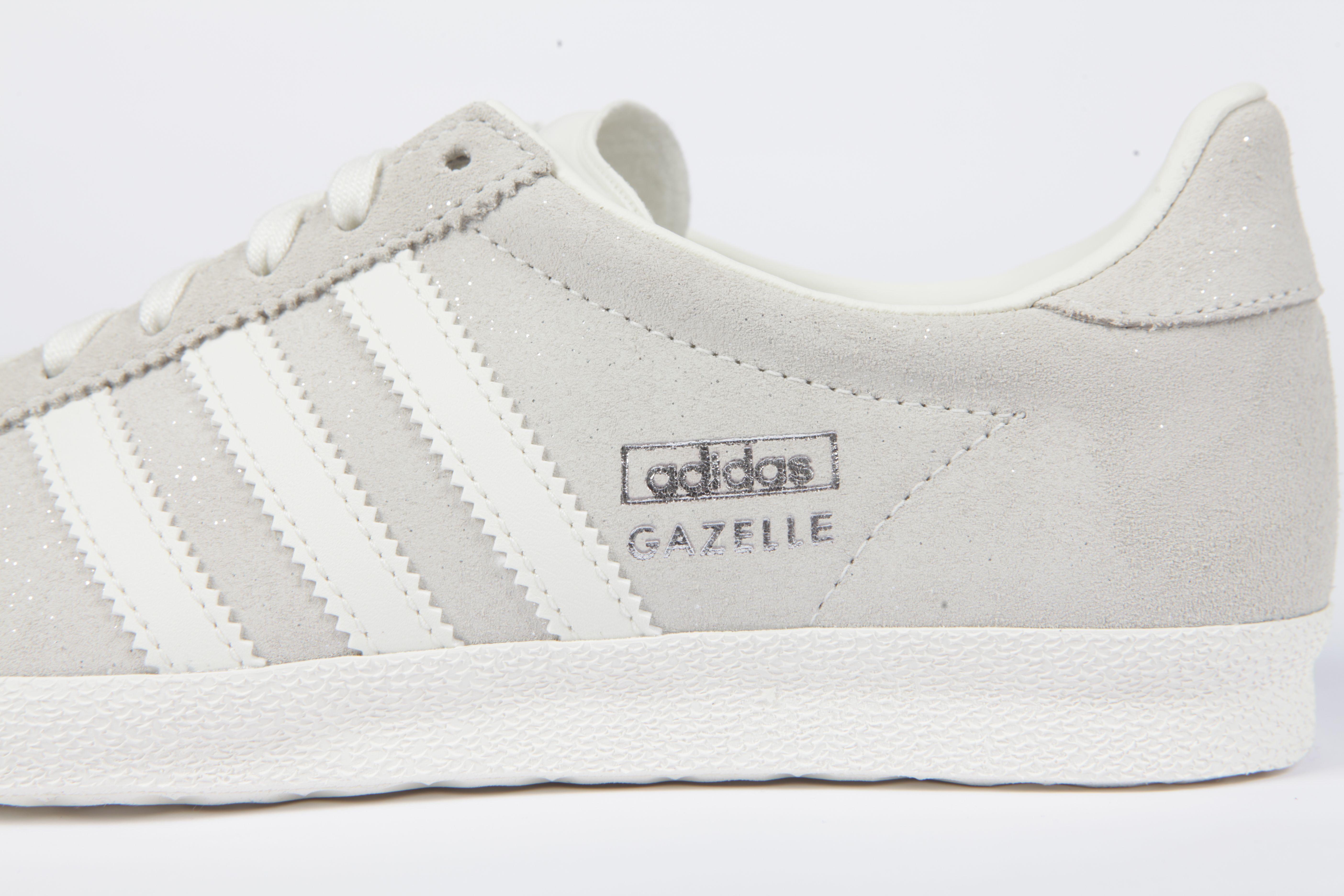 Este nuevo adidas Originals Gazelle para mujeres tiene un sutil brillo