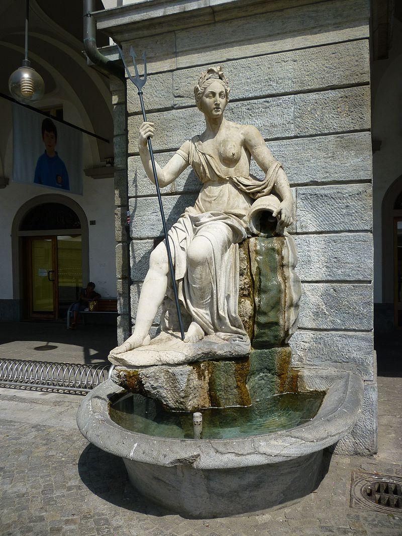 Aosta - La fontana della Dora Baltea in piazza Émile Chanoux