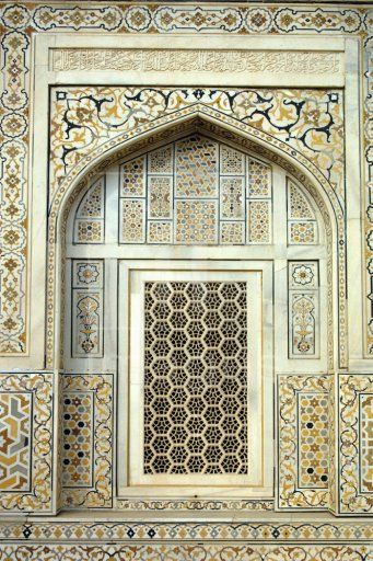 Window and jali detail 17th century itmad ud daula tomb for Interior jali designs