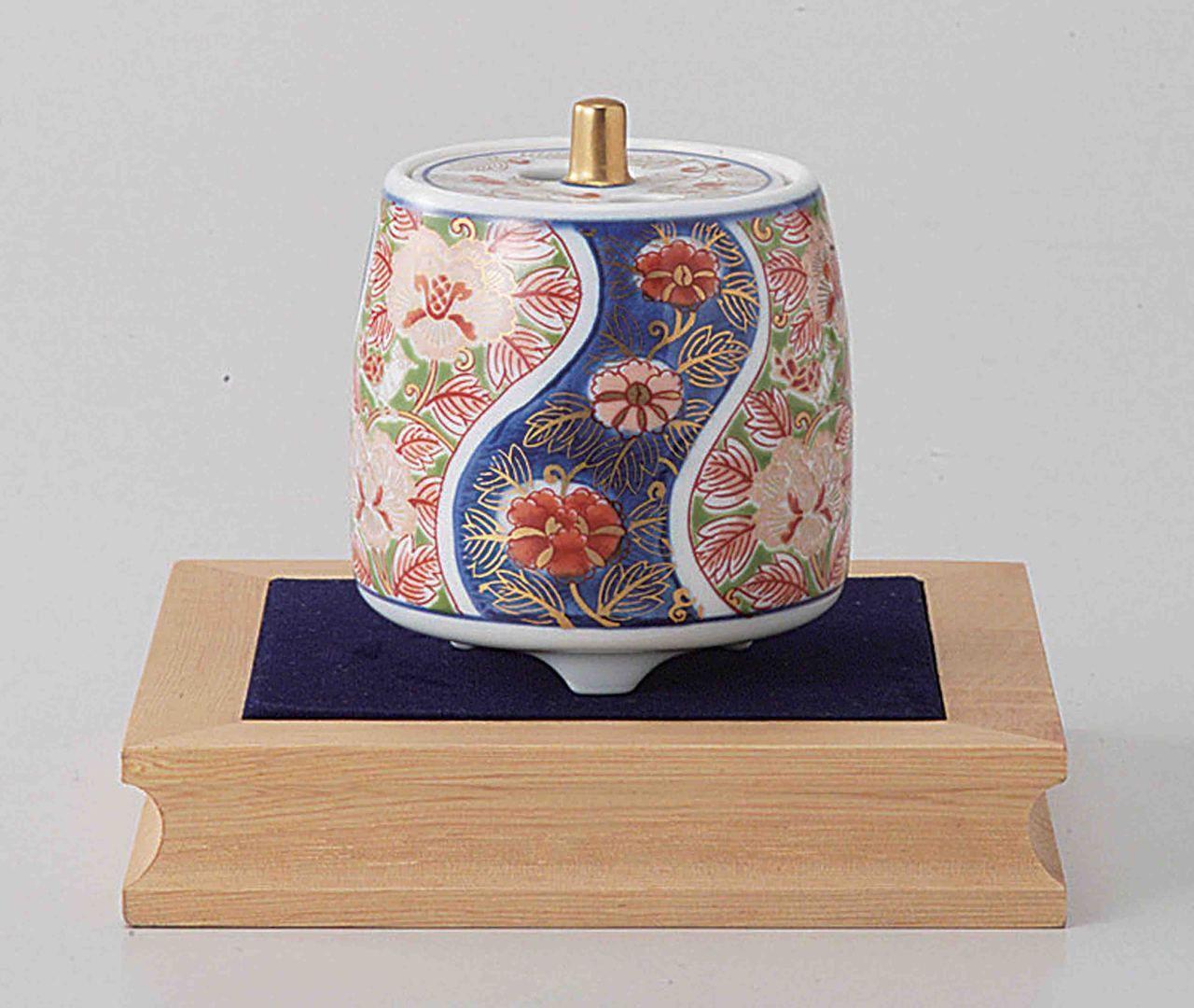 Tokyo Matcha Selection - Arita Porcelain Cencer : PEONY - Incense Burner Holder w Base