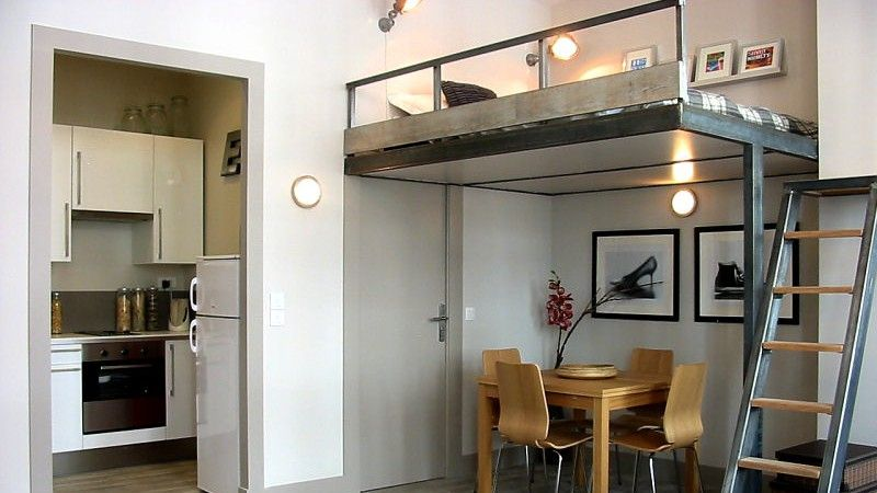 What a smart use of space paris apartment loft for Appartement type loft