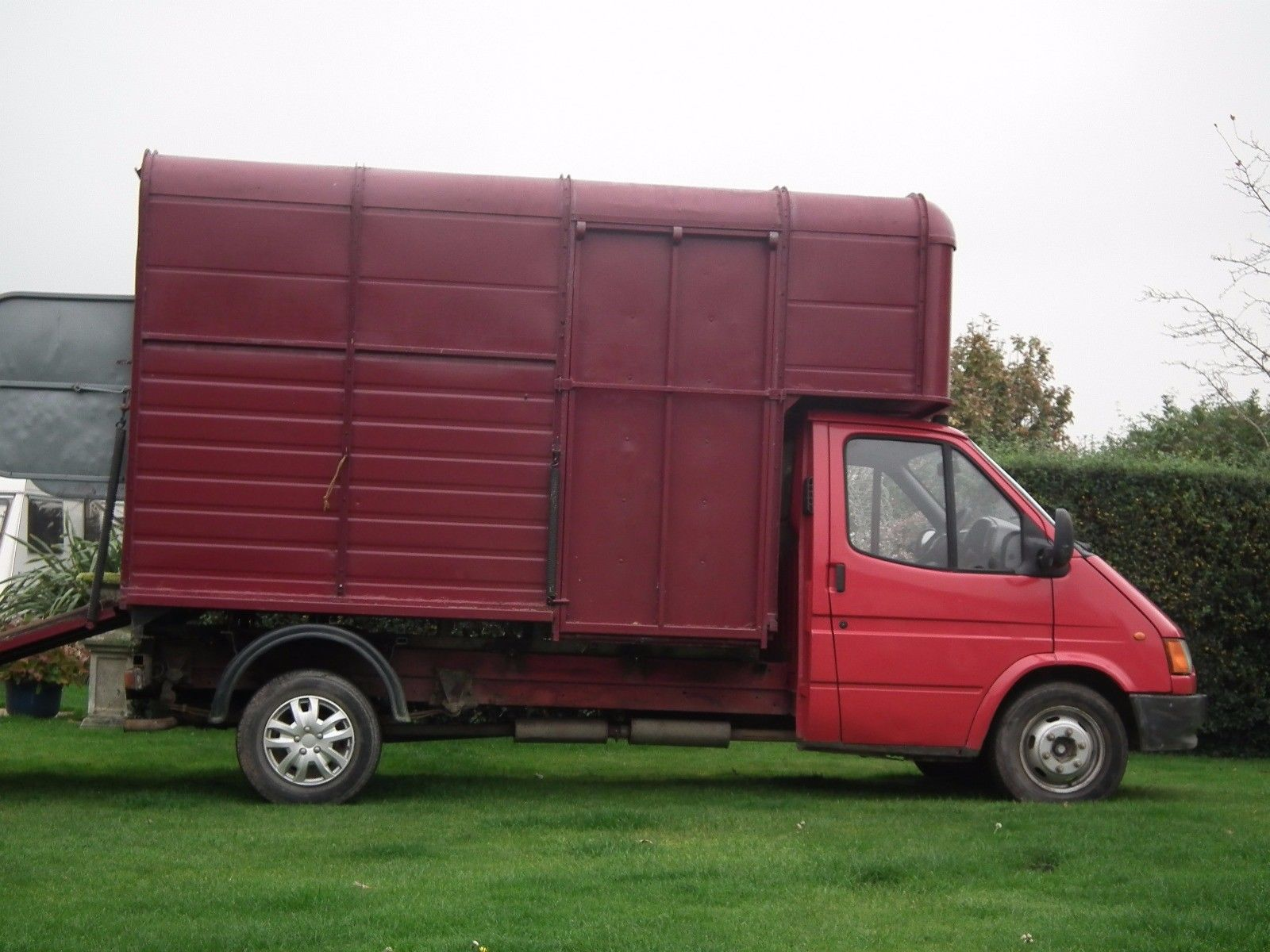Looking for a ford transit 190 lwb with horse box top 1995 This one