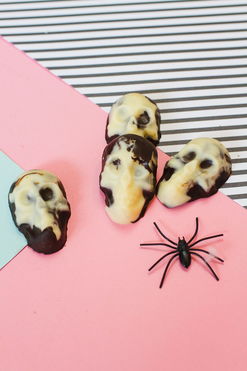DIY MARBLED CHOCOLATE SKULLS FOR HALLOWEEN WEDDING FAVOURS   Marble ...