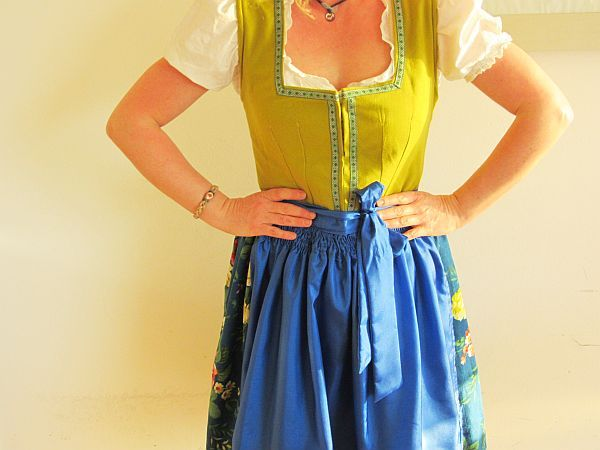 I still haven't finished sewing my dirndl, but love this one Nikki made. Seems like a simpler way to do the bodice too
