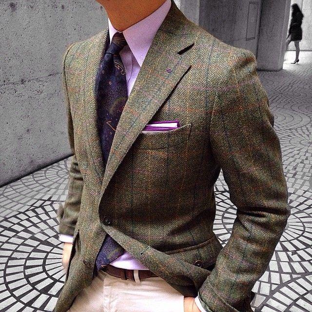 Olive blazer, pink shirt, paisley tie, ivory pants
