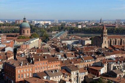 A Toulouse, le prix des logements reste modéré même si le cœur de ville n'est pas accessible à toutes les bourses. Plus d'infos dans cet article http://www.partenaire-europeen.fr/Actualites-Conseils/Prix-de-l-immobilier/Prix-du-marche-de-l-immobilier-par-ville/Immobilier-les-prix-restent-raisonnables-a-Toulouse-20141026 #priximmoToulouse